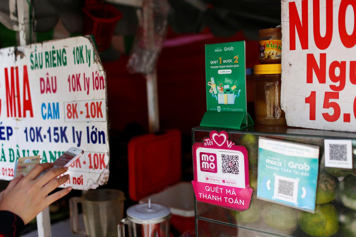 Mobile e-payment logos are seen at a street food stall in Ho Chi Minh City in Vietnam, October 15, 2019. Photo: Reuters
