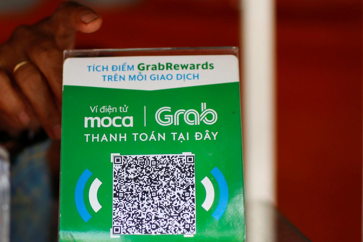 A mobile e-payment logo for Grab is seen at a street food stall in Ho Chi Minh City in Vietnam, October 15, 2019. Photo: Reuters