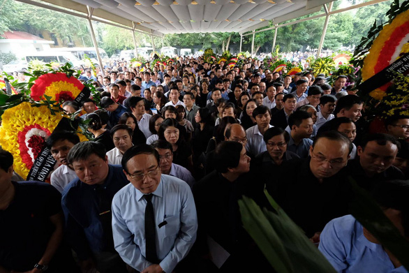 Thousands attend funeral for late Vietnamese Deputy Minister of Education and Training in Hanoi