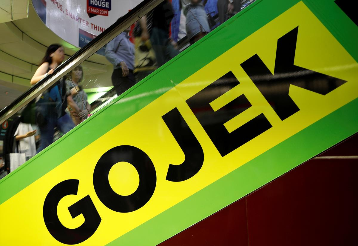 Commuters pass by a Gojek advertisement in Singapore March 4, 2019. Picture taken March 4, 2019. Photo: Reuters