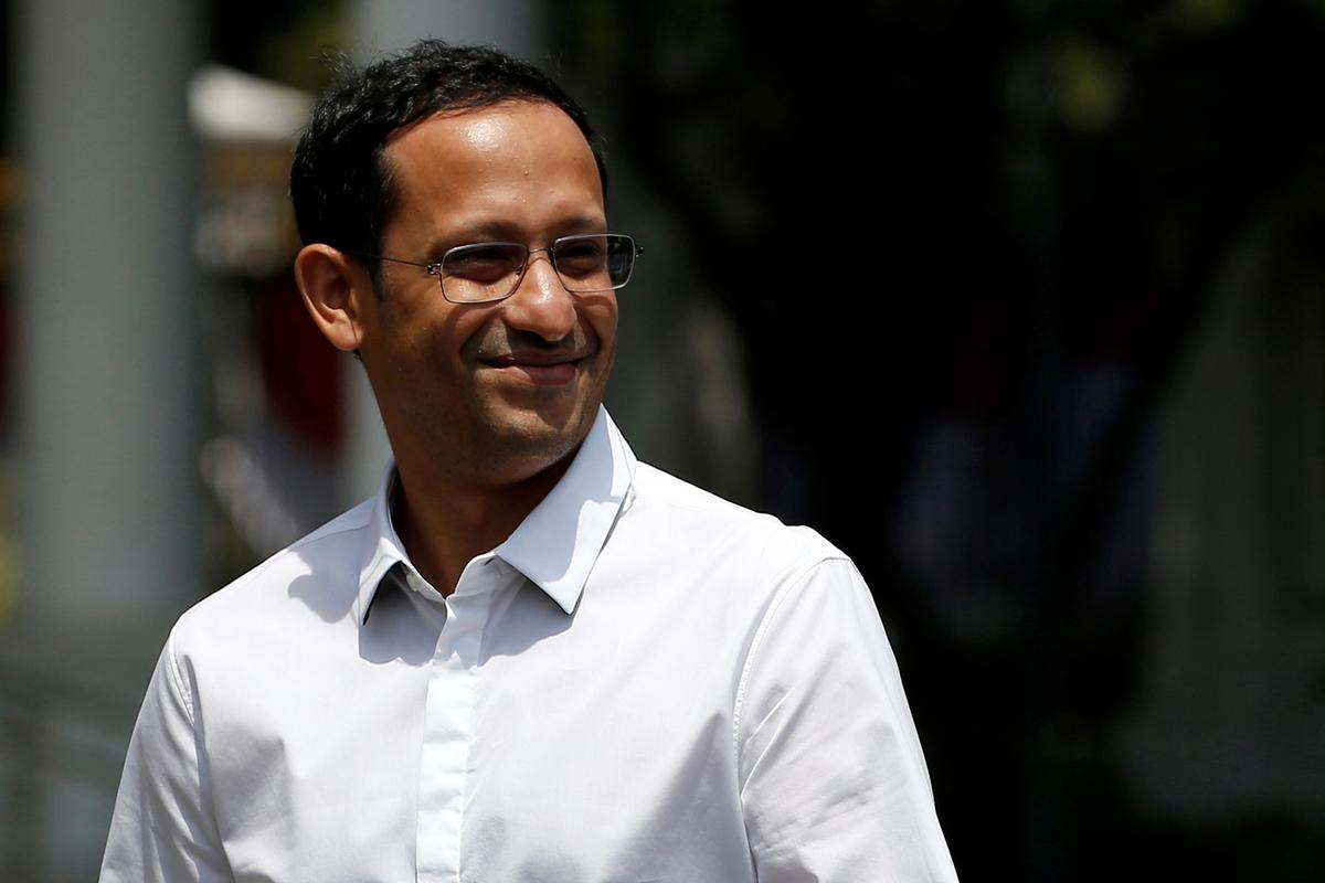 Nadiem Makarim, founder of the Indonesian ride-hailing and online payment firm Gojek, smiles to journalists as he arrives at the Presidential Palace in Jakarta, Indonesia, October 21, 2019. Photo: Reuters