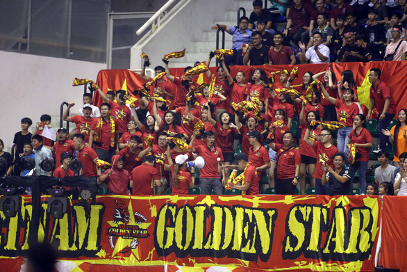 Vietnamese fans cheer for their team during a match against Australia in the 2019 AFF Futsal Championship in Ho Chi Minh City, Vietnam, October 21, 2019. Photo: N.K. / Tuoi Tre
