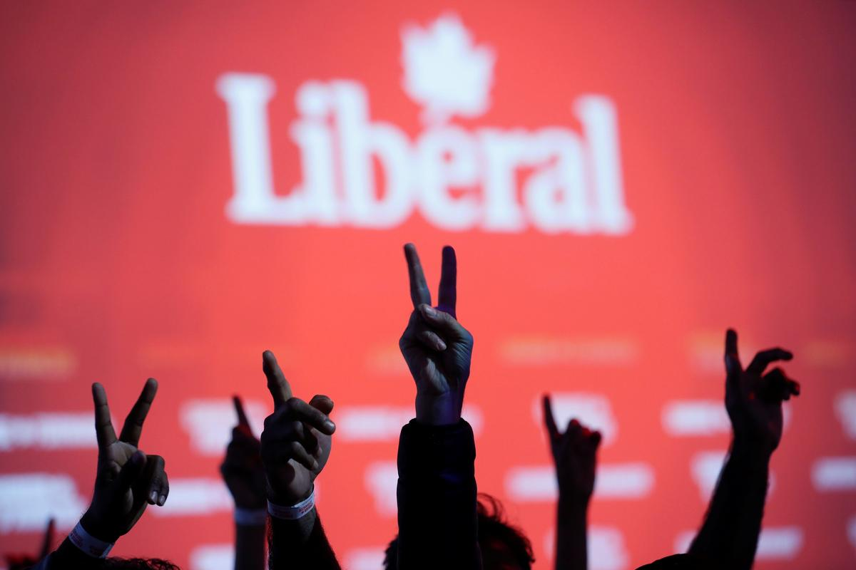 Liberal Party supporters flash V-signs while watching the live federal election results at the Palais des Congres in Montreal, Quebec, Canada October 21, 2019. Photo: Reuters