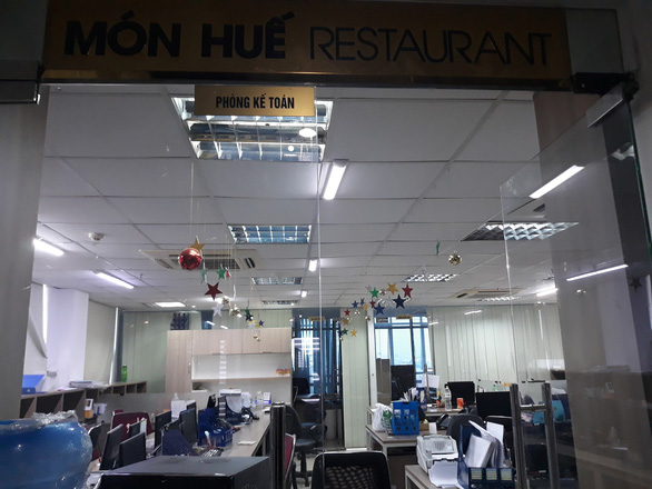 The headquarters of the Mon Hue restaurant chain is empty of employees on Vo Van Kiet Street in District 1, Ho Chi Minh City, October 22, 2019. Photo: Huu Duyen / Tuoi Tre