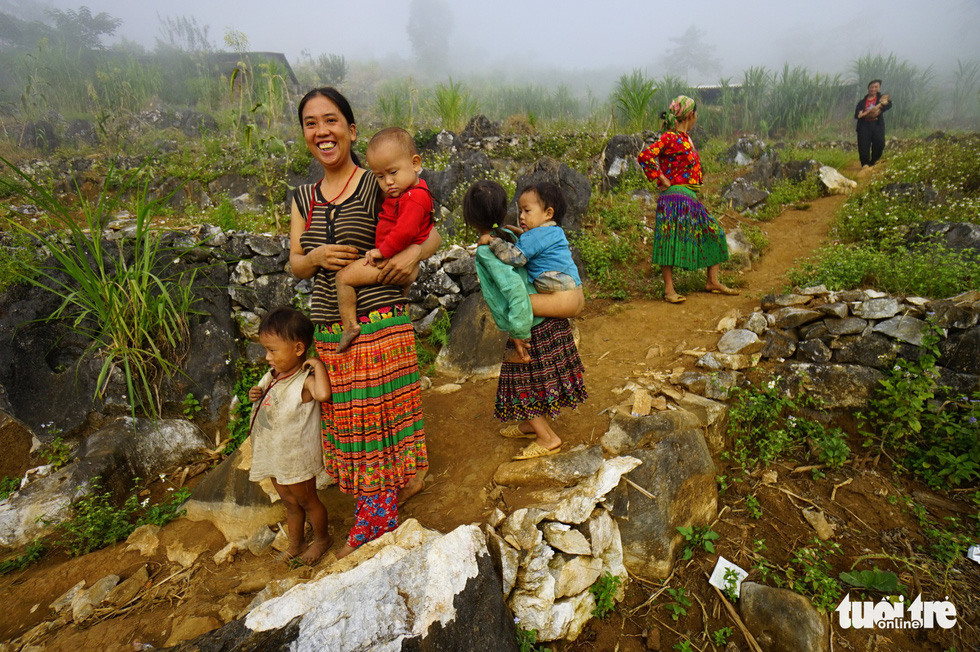 Women babysit their children in a small town in Dong Van Karst Plateau, Dong Van District, Ha Giang Province, Vietnam. Photo: Quang Dinh / Tuoi Tre