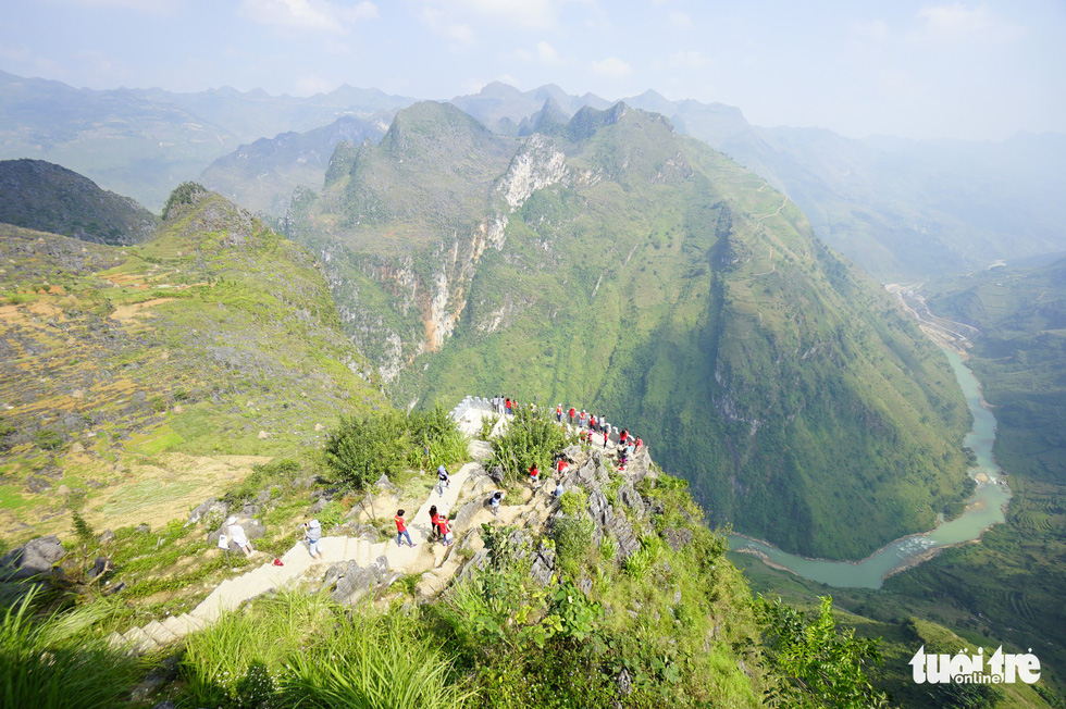 A view overlooking the Nho Que River from the highest point of Ma Pi Leng mountain pass in Meo Vac District, Ha Giang Province, Vietnam. Photo: Quang Dinh / Tuoi Tre