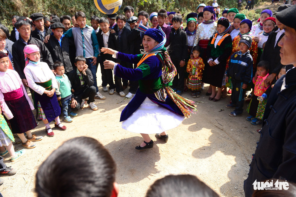 People gather around a dancing ethnic woman in Dong Van District, Ha Giang Province, Vietnam. Photo: Quang Dinh / Tuoi Tre