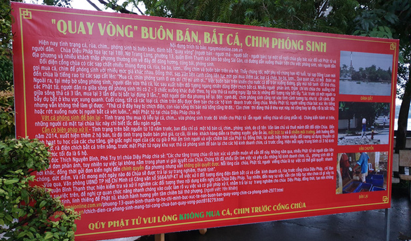 A sign is put up at Dieu Phap pagoda in Binh Thanh District, Ho Chi Minh City, to warn people against trading animals for release in front of the institution. Photo: Minh Hoa / Tuoi Tre