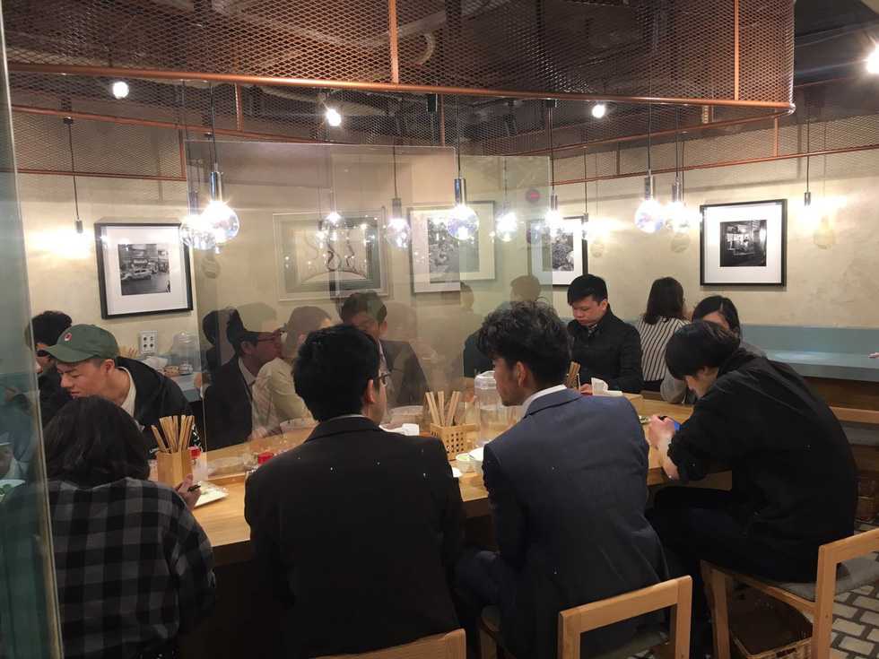 Diners eat pho at Pho Thin Tokyo in Tokyo, Japan. Photo: Ngoc Anh / Tuoi Tre