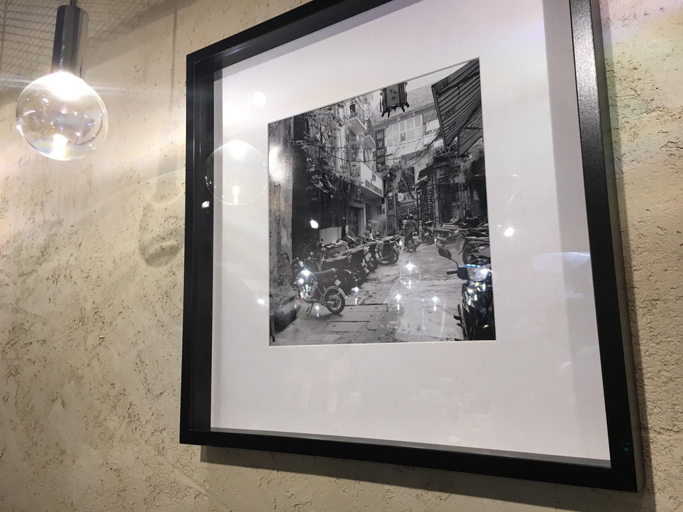 A photo of old-time Vietnam on the wall in 'Pho Thin Tokyo'. Photo: Ngoc Anh / Tuoi Tre