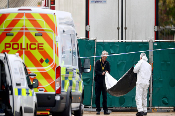 Authorities work on the scene where 39 bodies were found in the refrigerated container of a semi-trailer truck in Essex, the UK on October 23, 2019. Photo: Reuters