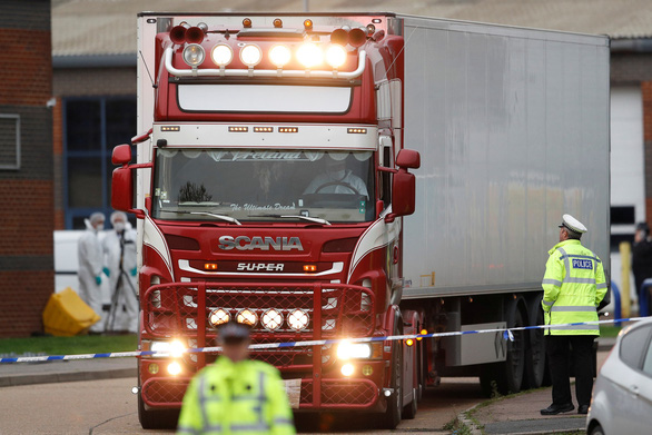 The semi-trailer truck where 39 bodies were found in Essex, the UK on October 23, 2019. Photo: Reuters