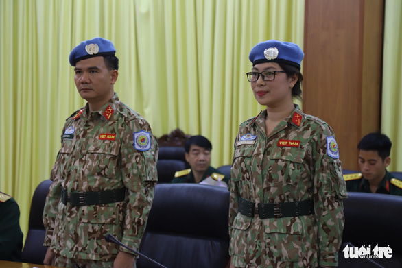 Sen. Lt. Col. Le Ngoc Son (L) and Maj. Nguyen Thi Minh Phuong at a ceremony to receive their UN peacekeeping mission dispatch order in Hanoi on October 24, 2019. Photo: Danh Trong / Tuoi Tre
