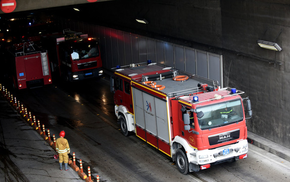 Fire trucks are mobilized to a fire drill at the Saigon River Tunnel in Ho Chi Minh City on October 27, 2019. Photo: Duyen Phan / Tuoi Tre