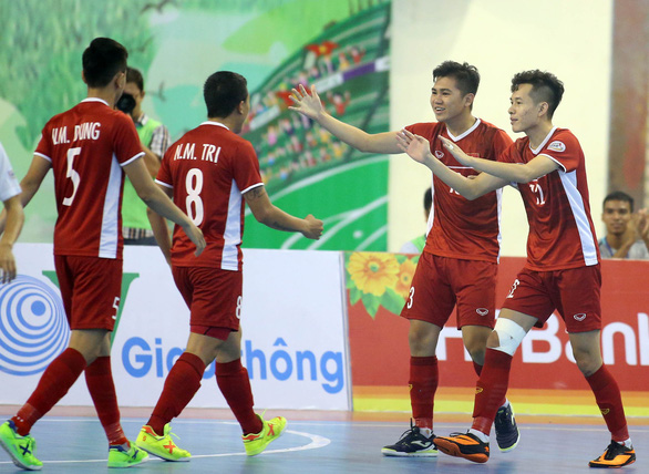 Vietnamese players celebrate scoring against Myanmar in their third-place play-off at the 2019 AFF Futsal Championship in Ho Chi Minh City, October 27, 2019. Photo: Nguyen Khoi / Tuoi Tre
