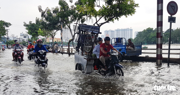 Cold spell to chill northern Vietnam, while high tide sinks southern localities