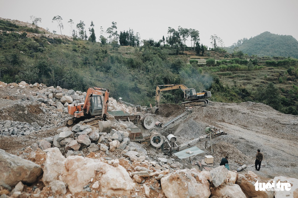 Heavy equipment in operation at the construction site of a religious tourism project on a flattened mountain in Lung Cu Commune, Dong Van District, Ha Giang Province, Vietnam. Photo: Mai Thuong / Tuoi Tre