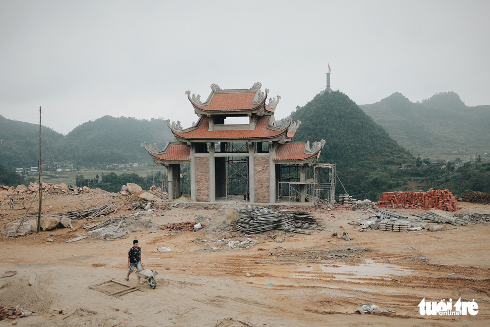 A building at the construction site of a religious tourism project on a flattened mountain in Lung Cu Commune, Dong Van District, Ha Giang Province, Vietnam. Photo: Mai Thuong / Tuoi Tre