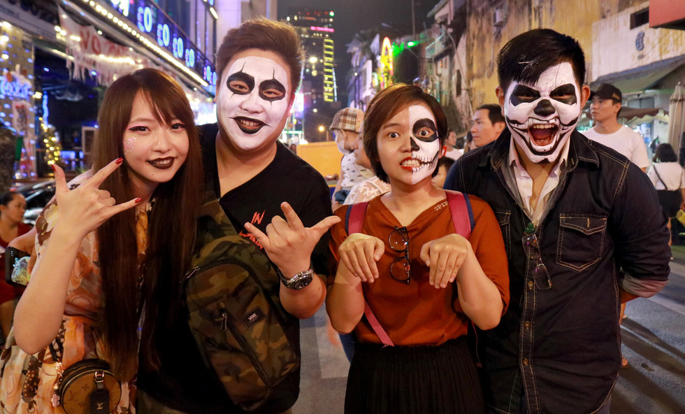 Crowds celebrate Halloween in Ho Chi Minh City's 'backpacker area'
