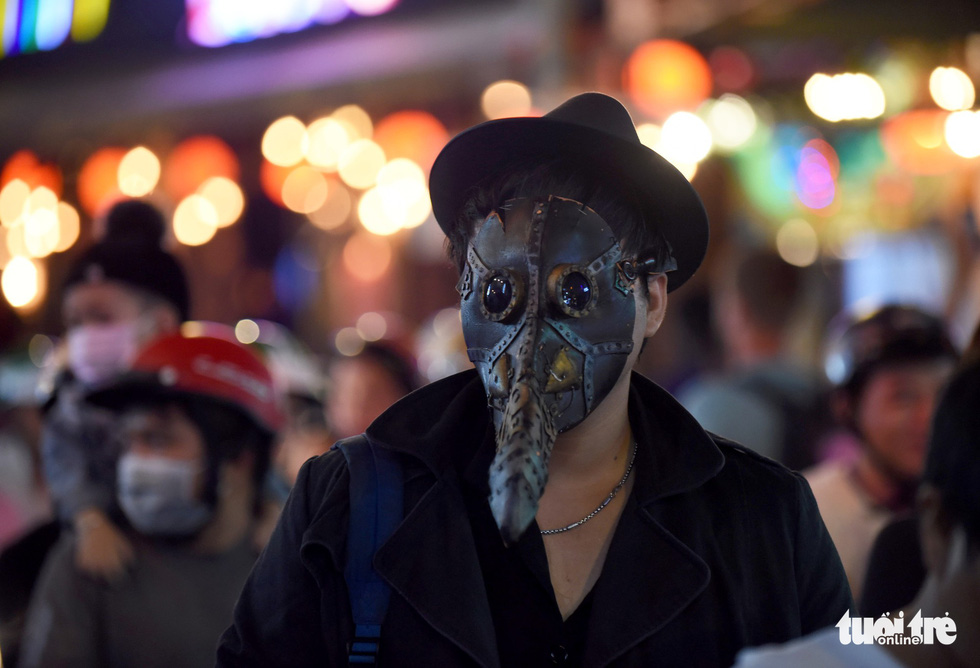 A masked man on Bui Vien Street in District 1, Ho Chi Minh City, October 31, 2019. Photo: Duyen Phan / Tuoi Tre