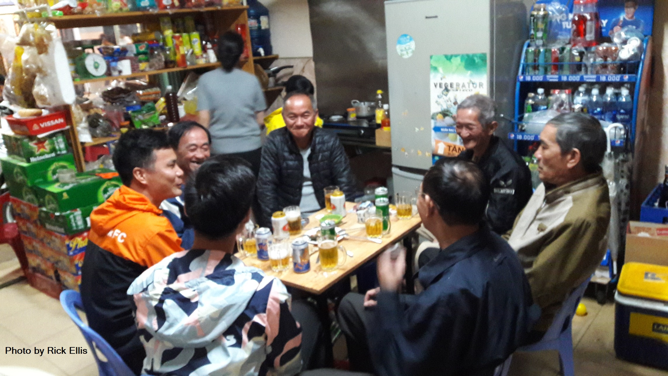 Strong bond between youth and elderly in Vietnam