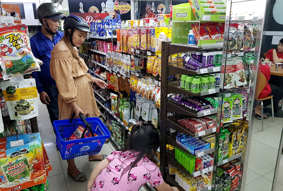 Life at night inside Ho Chi Minh City convenience stores