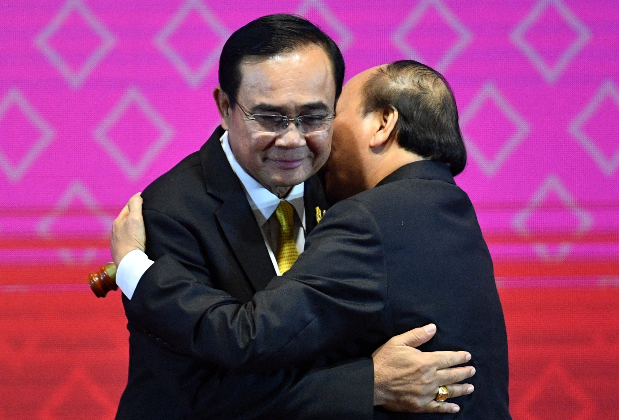 Vietnamese PM Nguyen Xuan Phuc and Thai PM Prayut Chan-o-cha. Photo: Reuters
