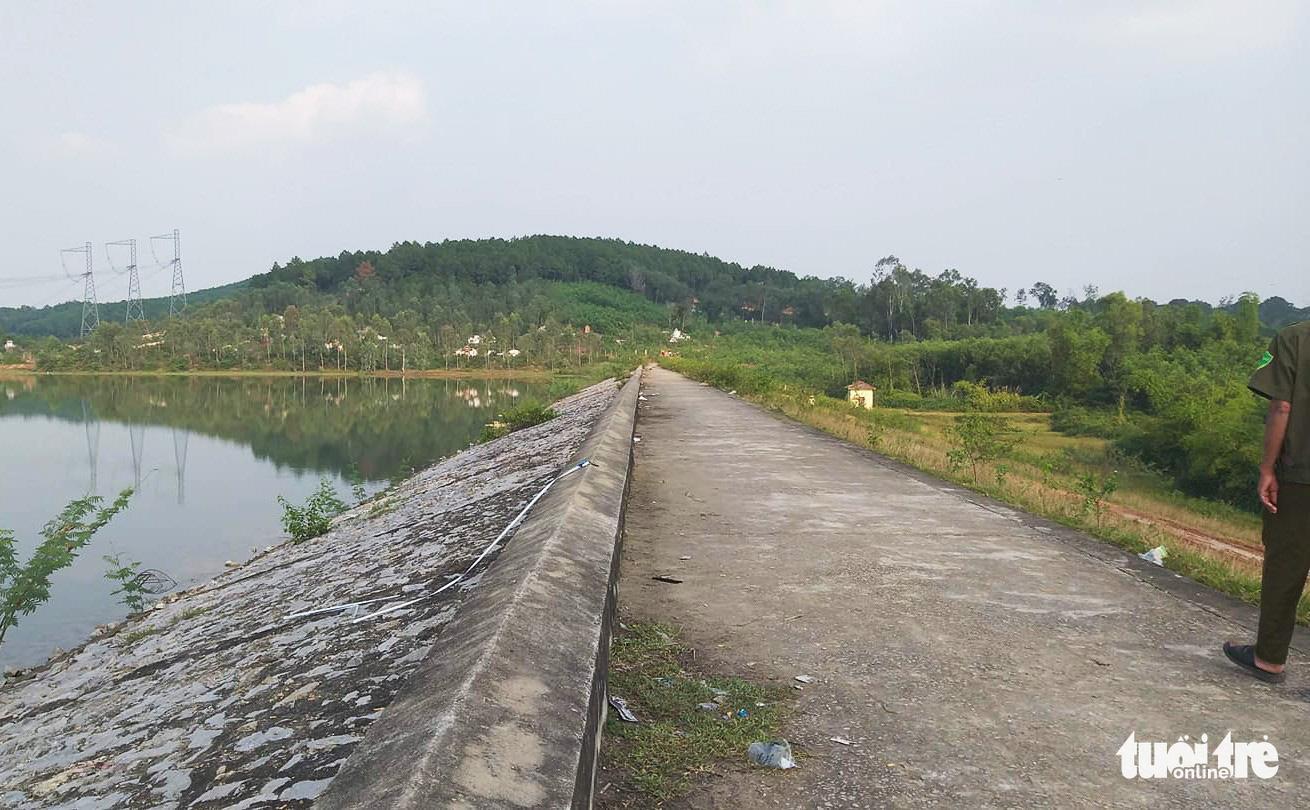 Bau Ganh dam where T.'s body was found. Photo: D.Hoa / Tuoi Tre