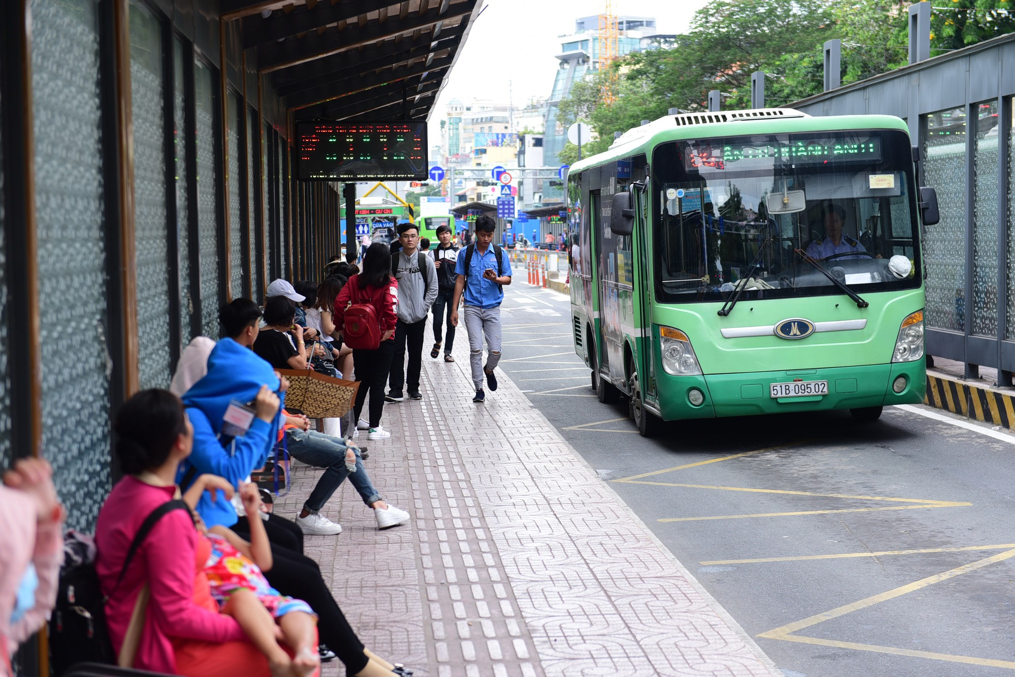 Ho Chi Minh City to trial free motorbike parking at downtown bus station
