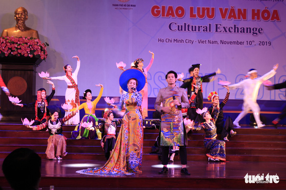 Vietnamese delegates of the SSEAYP 2019 perform at the cultural exchange night at the hall of the Ho Chi Minh City's Party Committee in District 3, November 10, 2019. Photo: Cong Trieu / Tuoi Tre