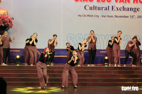 Singaporean delegates of the SSEAYP 2019 perform at the cultural exchange night at the hall of the Ho Chi Minh City's Party Committee in District 3, November 10, 2019. Photo: Cong Trieu / Tuoi Tre