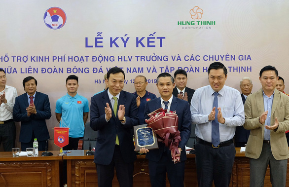 Realty corporation Hung Thinh sponsors Vietnam Football Federation to pay Park Hang Seo