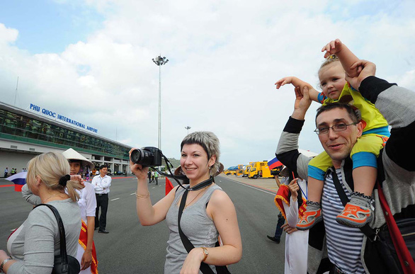 Foreign visitors arrive at Phu Quoc International Airport in Phu Quoc Island, Kien Giang Province, Vietnam. Photo: Khoa Nam / Tuoi Tre