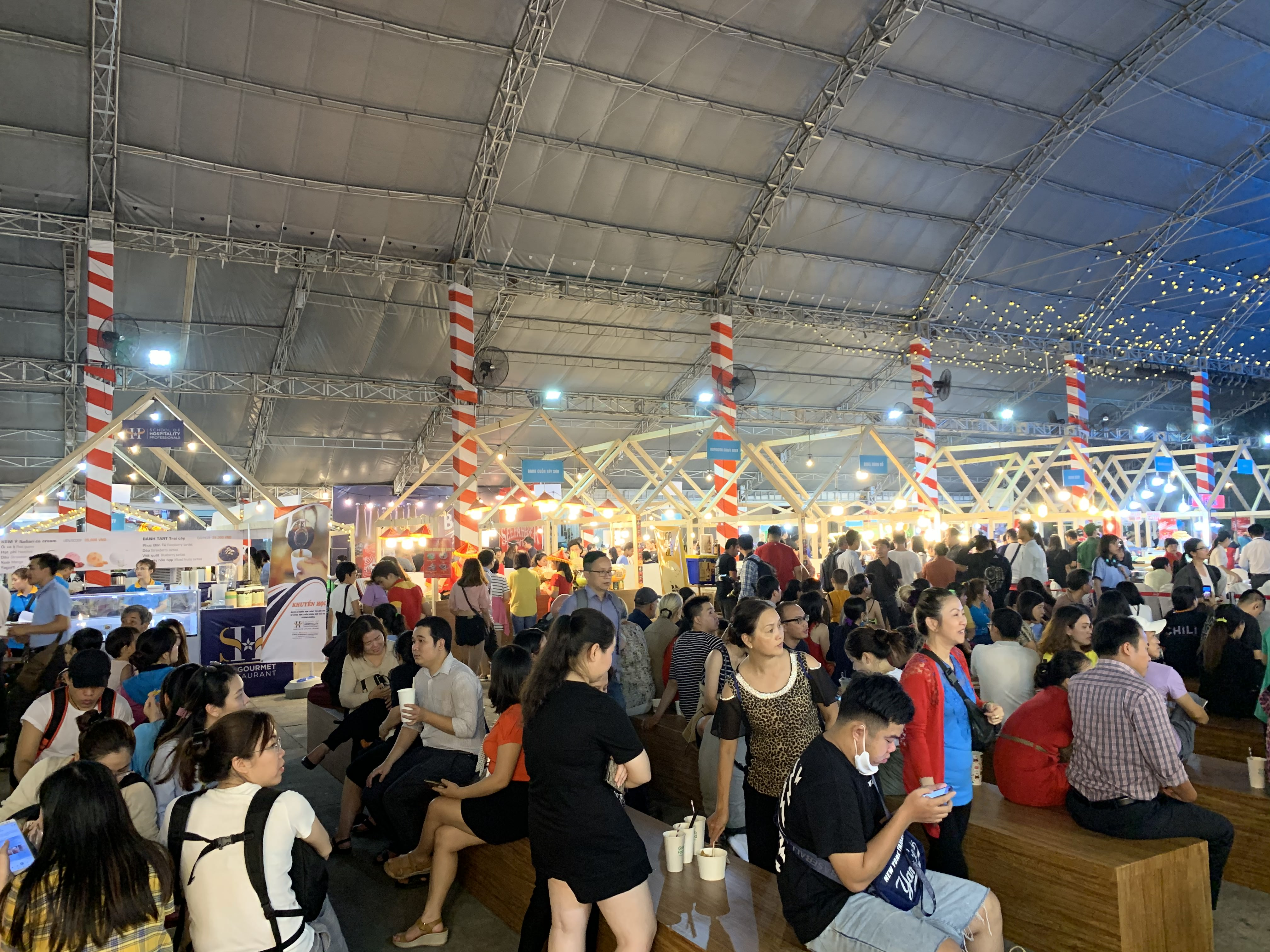 Visitors enjoy food from around the world at the international food festival held at the Youth Cultural House in District 1, Ho Chi Minh City, November 14, 2019. Photo: Bao Anh / Tuoi Tre News