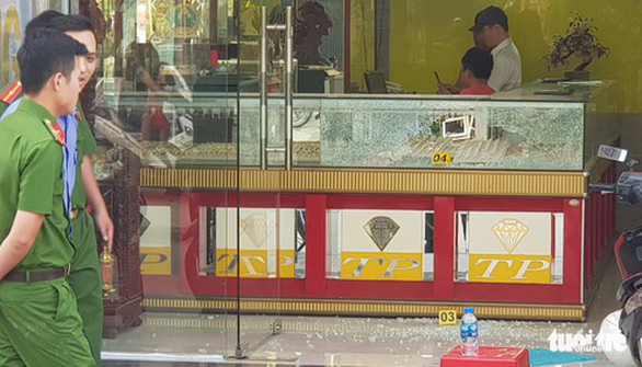 Shots fired as armed men hold up Ho Chi Minh City jewelry shop