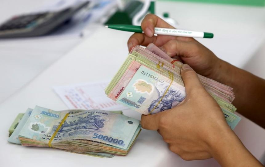 Vietnam lowers ceiling on deposit rates: c.bank