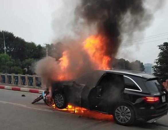 Female driver blames high heels for fatal crash in Hanoi