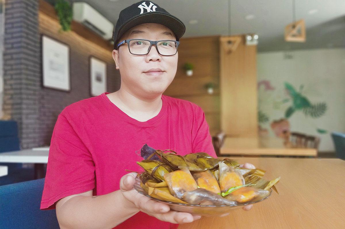 Vietnam man wins over Hue food lovers, one tapioca dumpling at a time