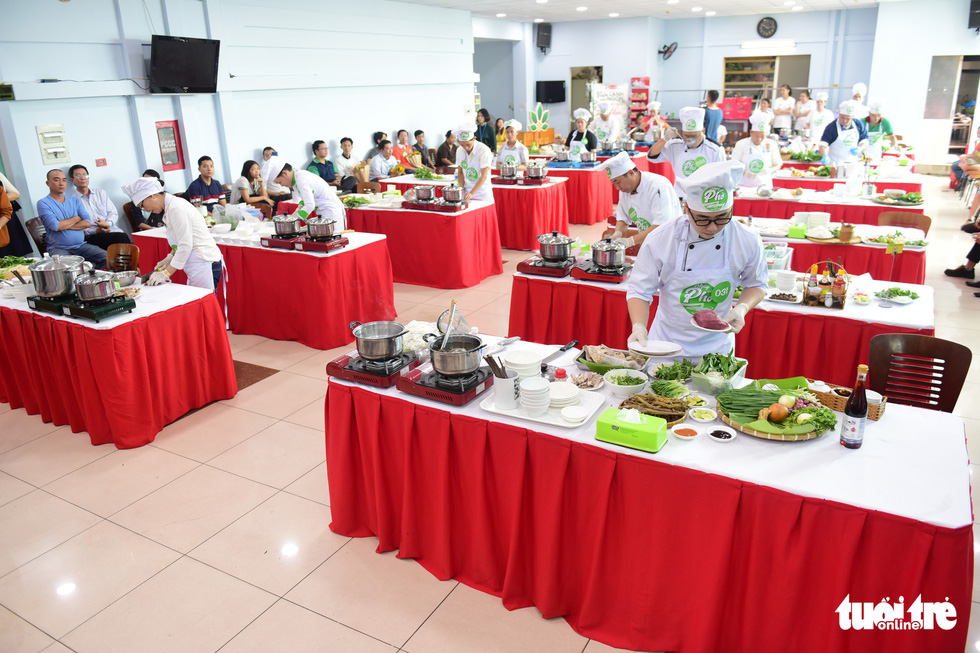 Contestants compete in the qualification round of a cooking contest searching for the best pho chefs in Vietnam held in Ho Chi Minh City, November 23, 2019. Photo: Quang Dinh / Tuoi Tre