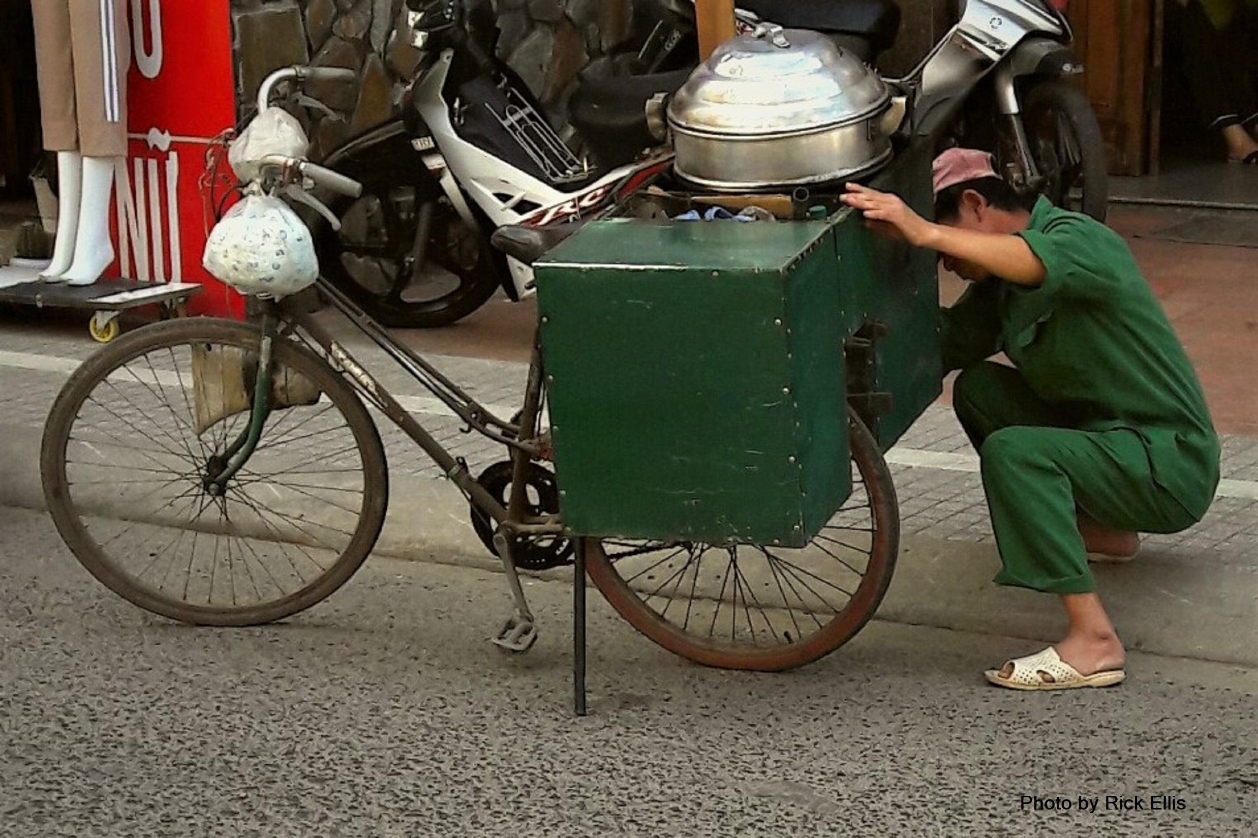 Bánh bao man tuning up his rig