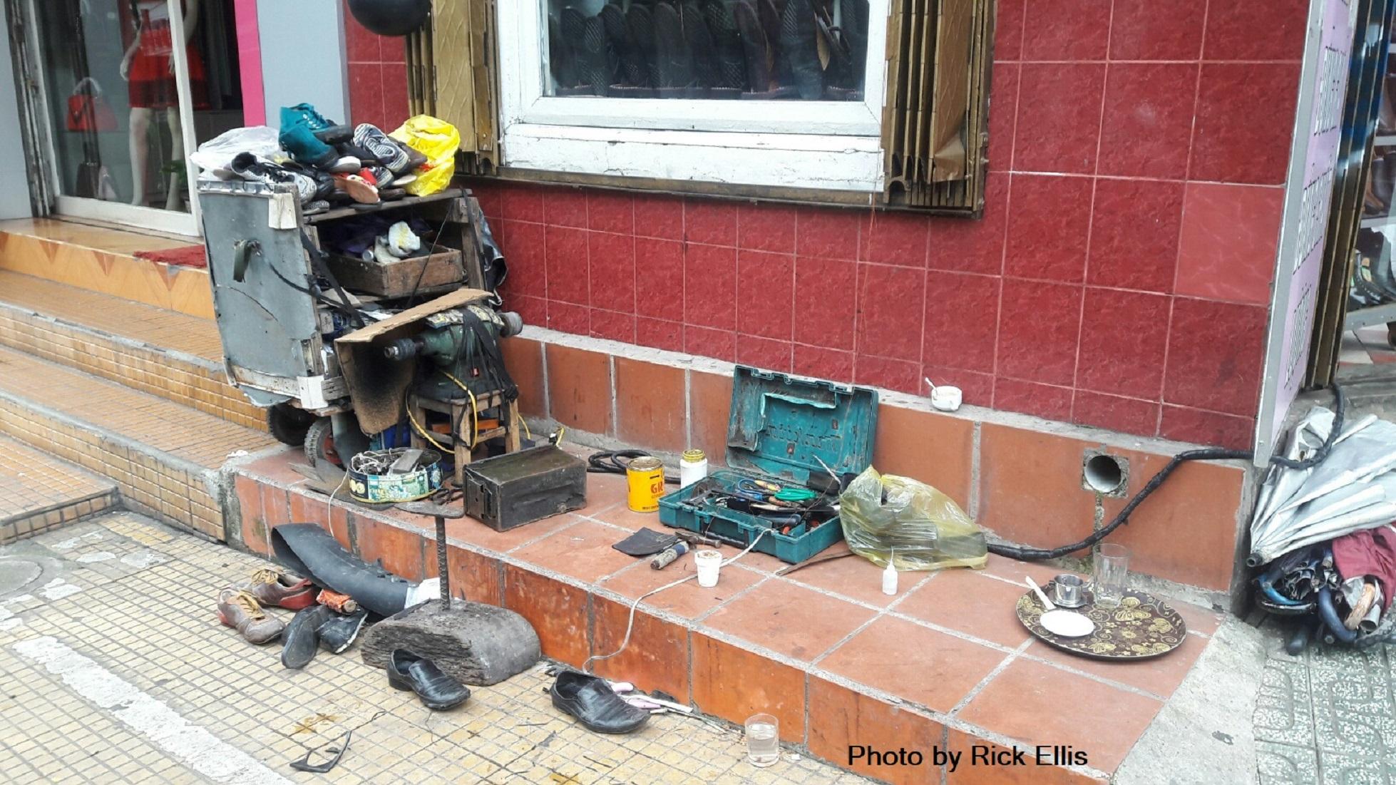 Shoe repair stand