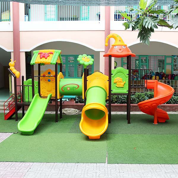 3-yo boy dies after being stuck inside slide at Hanoi kindergarten