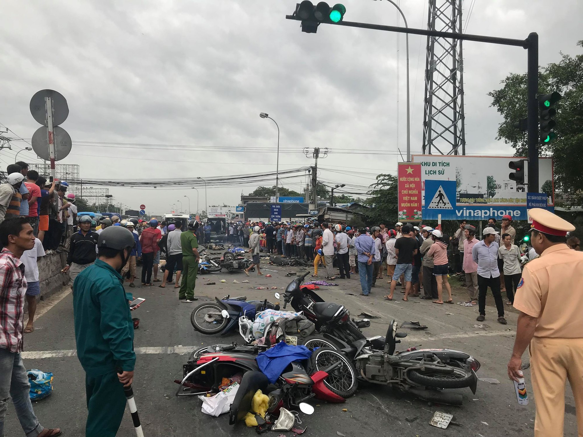 The scene of the accident on in Ben Luc District, Long An Province on January 2, 2019. Photo: Son Lam / Tuoi Tre