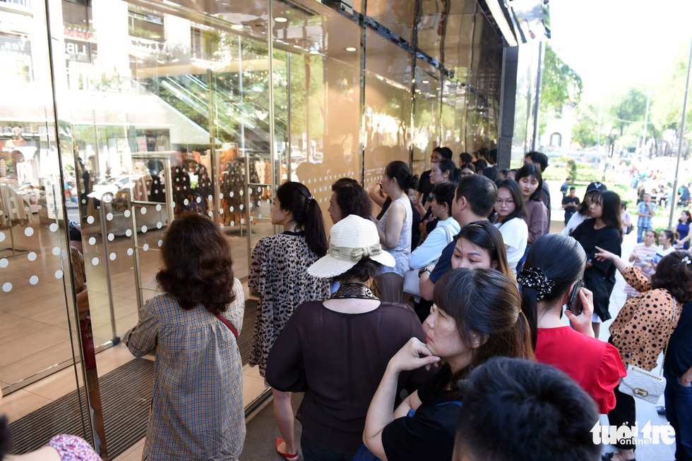 Shoppers throng stores in Ho Chi Minh City for Black Friday deals