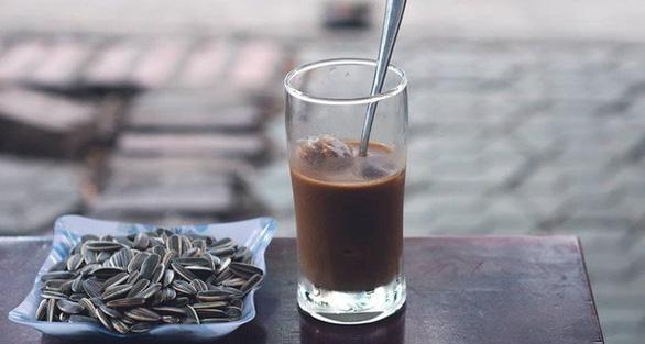 A glass of coffee. Photo: Tuoi Tre