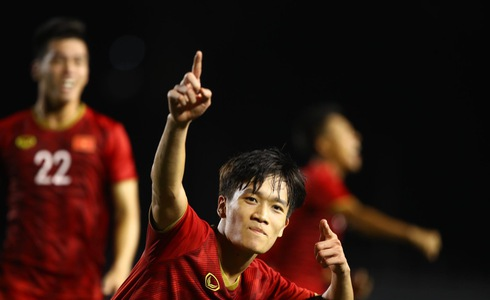 Vietnam survive goalie blunder to defeat Indonesia in 2019 SEA Games men's football