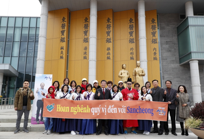 Vietnamese tourists visit Sancheong County, South Gyeongsang Province, South Korea. Photo: Sancheong County Office