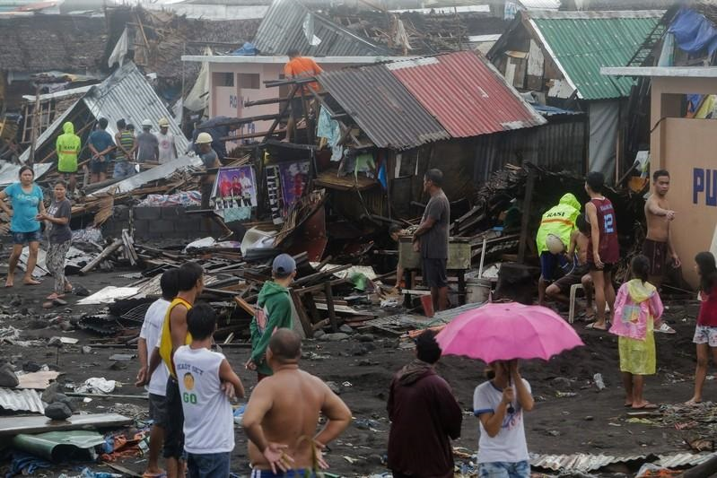 Typhoon hits Philippines, disrupting travel, work