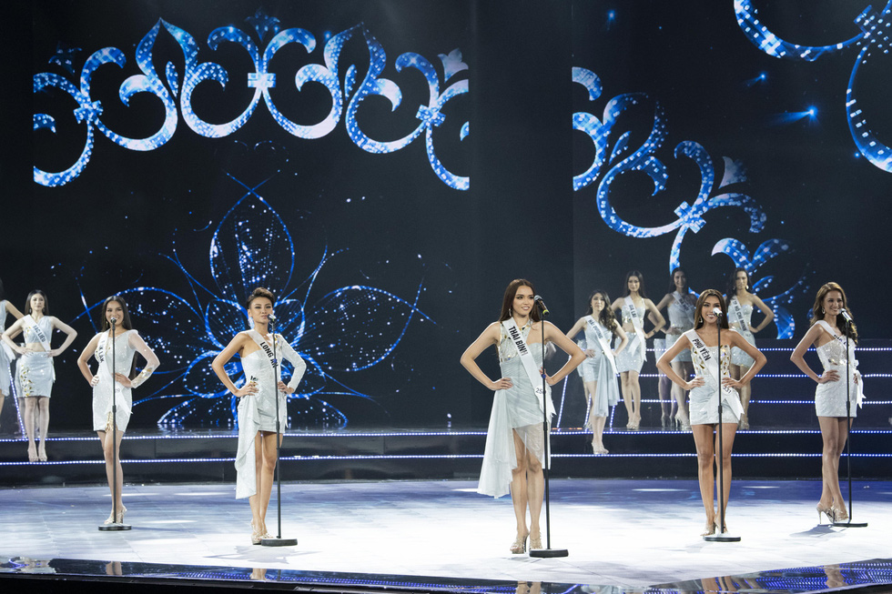 Contestants participate in introduction session at the semi-final of the Miss Universe Vietnam 2019 in Nha Trang, the south-central province of Khanh Hoa, on December 3. Photo: Tuoi Tre