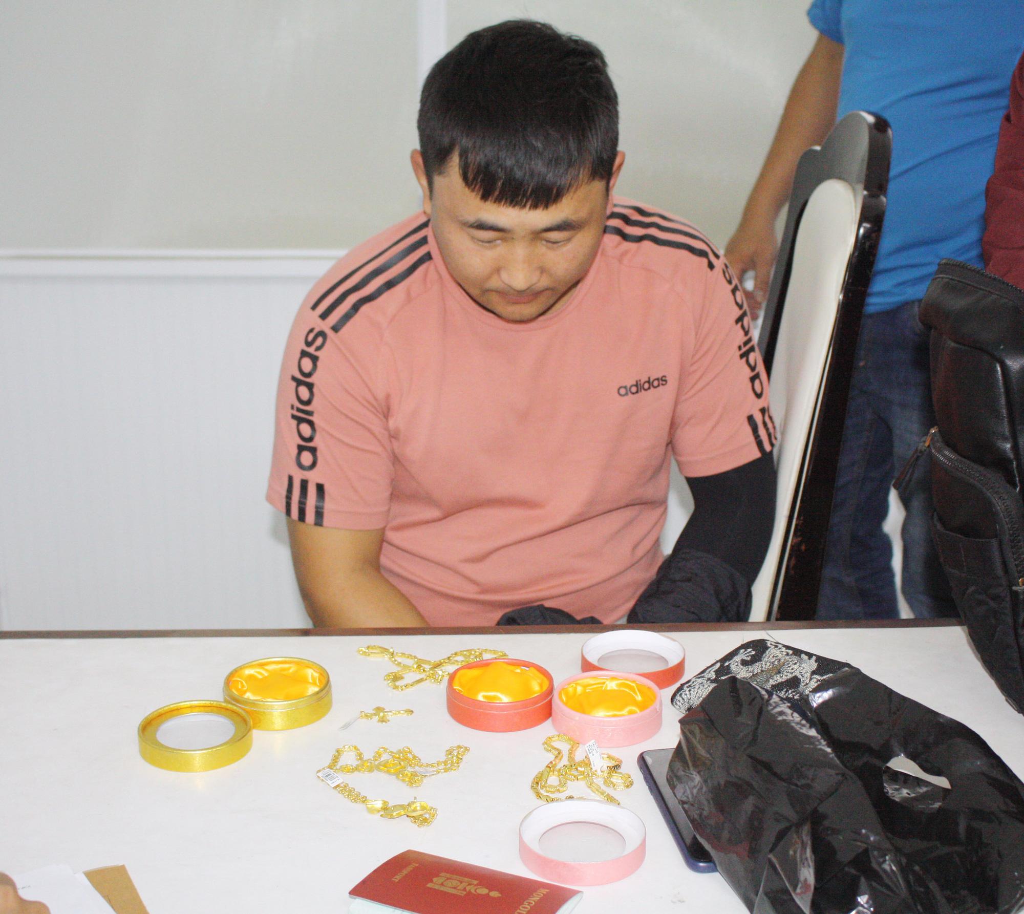 Mongolian men captured for stealing tourists' credit cards in Da Nang